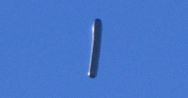 Un OVNI en forme de cigare photographié à Santa Ana