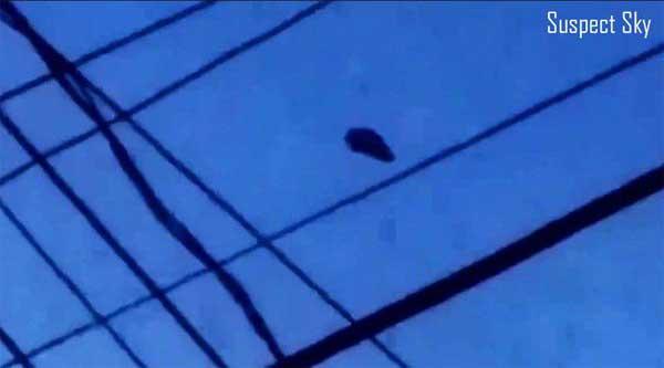 Vidéo: Un Homme filme un « drôle d'ovni noir » dans le ciel de la Pennsylvanie