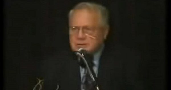 Vidéo: Un ex-agent du FBI balance tout sur les Illuminati, les Satanistes et Pédophiles dans le Gouvernement U.S.