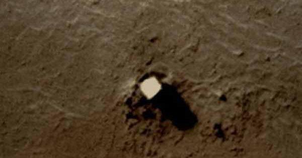 Une base extraterrestre a été photographiée sur Phobos, Mars
