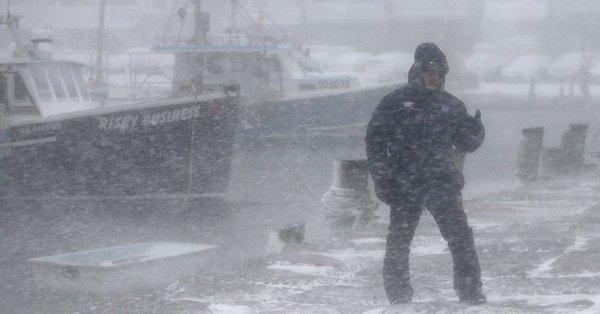 Vidéo: L'océan gelé dans le Massachusetts? Incroyable !
