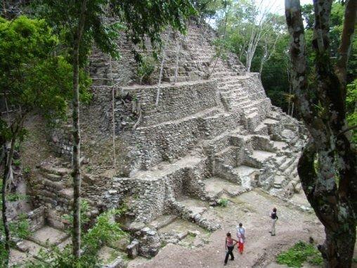 Découverte d'une cité maya de plus de 2000 km² au Guatemala (y compris une pyramide à 7 étages !)