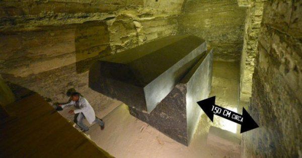 Vidéo: Égypte : Découverte de mystérieuses « boites noires »