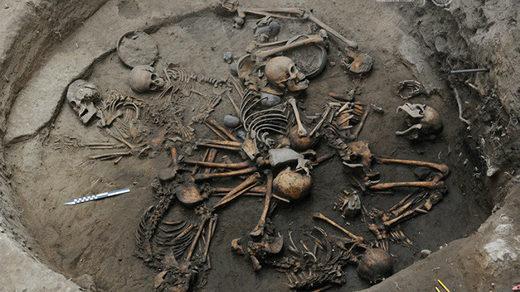 Vidéo: Mexique : d'Anciens squelettes trouvés enterrés dans une formation d'anneaux