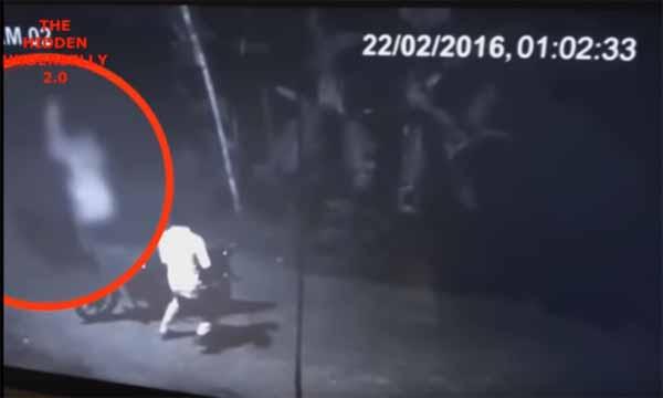 Vidéo: Un motard est terrorisé par l'apparition d'un fantôme