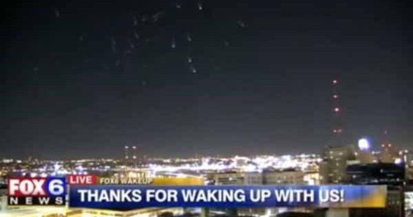 """Vidéo: """"La Vérité"""" à propos de la """"flotte extraterrestre d'OVNIs"""" capturée à la télé qui a laissé les présentateurs sans voix"""