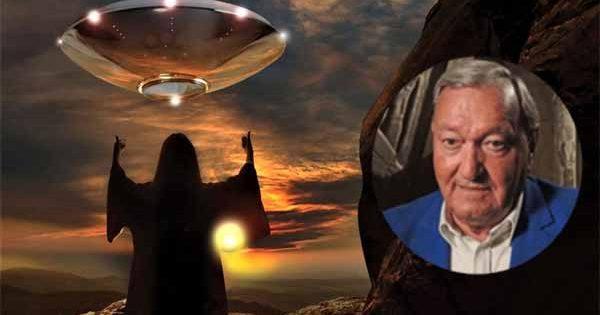 """Vidéo: Erich Von Daniken à Barcelone : """"Le premier contact avec les extraterrestres est imminent"""""""