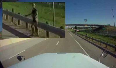 Un extraterrestre filmé sur le bord d'une route au Texas (vidéo)