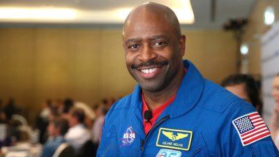 L'ancien astronaute Leland Melvin dit avoir vu une creature dans l'espace