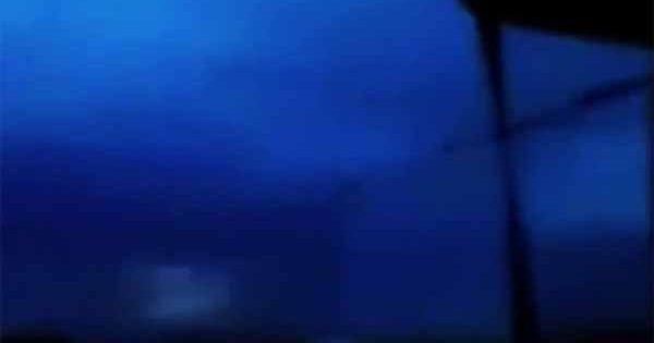 Un objet mystérieux s'échappe d'un orage dans le Nebraska, provoquant la crainte d'une Invasion Extraterrestre