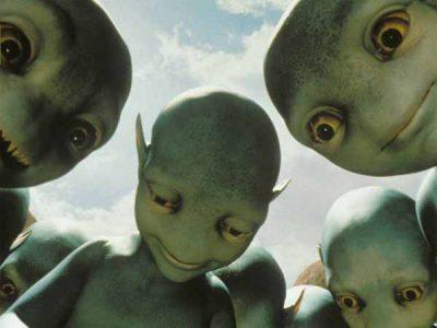 Trois extraterrestres humanoïdes sont apparus dans sa chambre