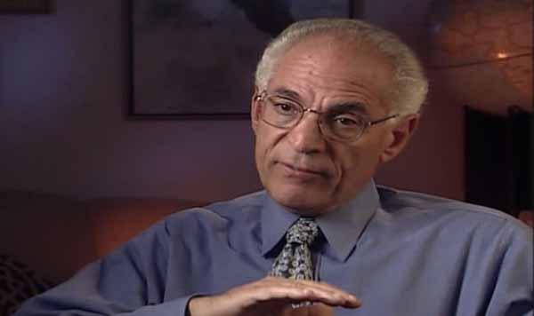 Le Dr Farouk El-Baz était un ami de James Irwin (Image : AMAZON)