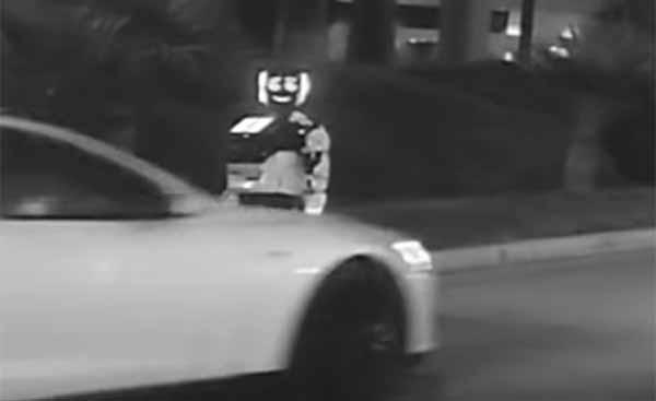 Une voiture autonome a percuté un robot autonome lors d'une collision insolite