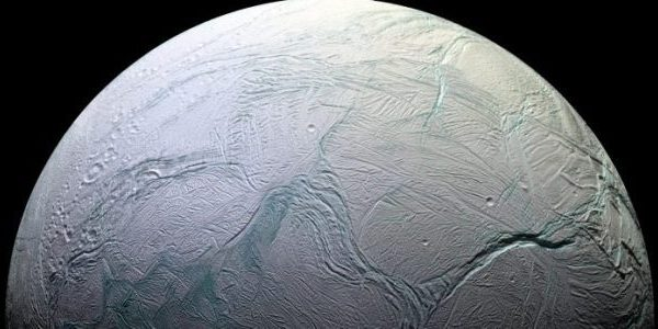 Un son étrange capté par Cassini entre Encelade et Saturne