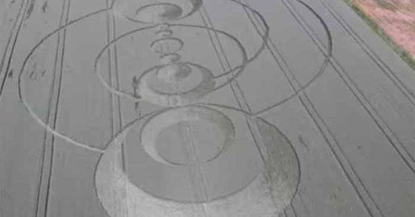 Vidéo: Un Crop Circle est apparu dans un champ de blé près de Colmar