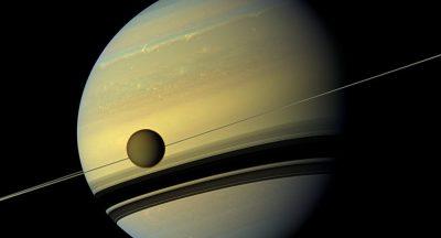 Des extraterrestres sur un satellite de Saturne ? Une scientifique de la Nasa y croit