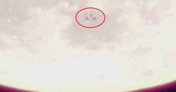 Vidéo: Un Trio d'Ovni repéré aux abords de la Lune