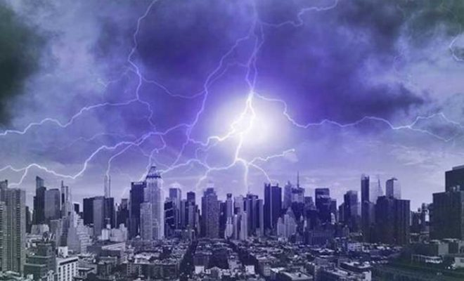 """Une tempête solaire majeure va frapper la Terre cette semaine alors que la """"Super Lune Noire"""" se profile à l'horizon"""