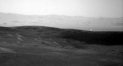 Une lumière étrange prise par le rover Curiosity de la NASA suscite des spéculations sur la vie extraterrestre