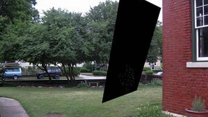 Un ingénieur voit un « portail spatial » apparaître dans son jardin …