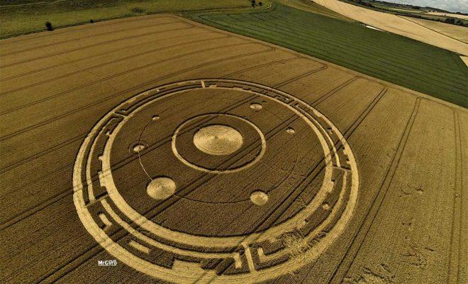 Vidéos: D'où viennent les crop circles ? Les scientifiques répondent