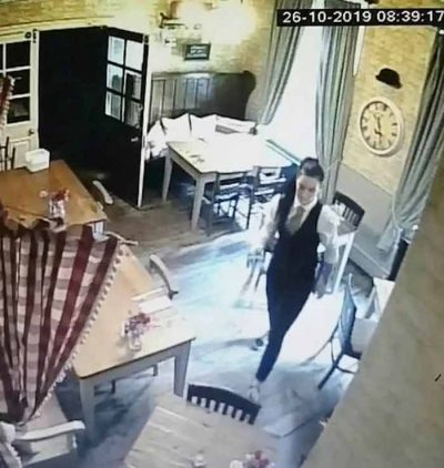 Le fantôme d'une enfant filmé dans un pub