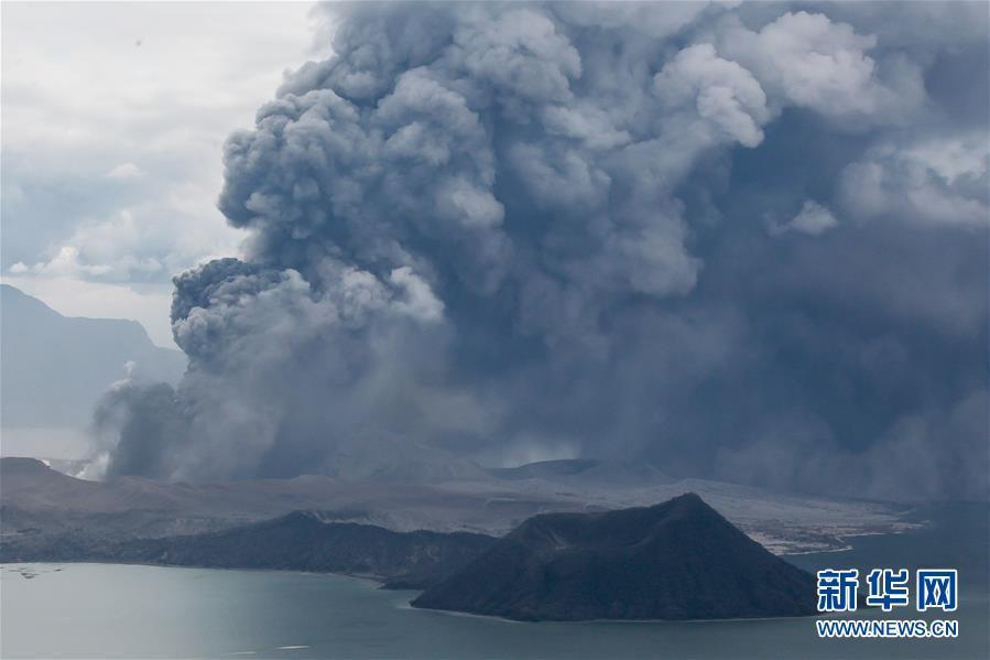 Philippines : le volcan Taal au bord de l'éruption explosive