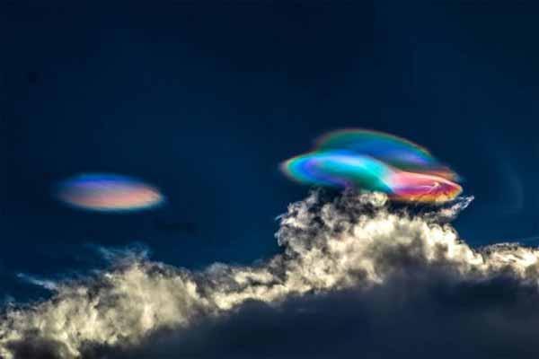 Des nuages stratosphériques polaires au-dessus du Pérou qui ressemblent à un ovni