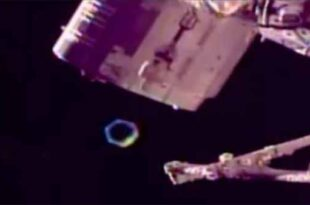 Un OVNI en forme d'hexagone repéré en train d'observer l'ISS